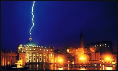 lightning-strikes-the-vatican